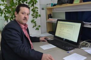 Доцент кафедры ОиЭФ Утемесов Р.М. в лаборатории медицинской физики