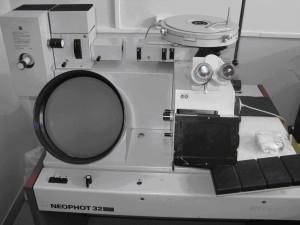 Металлографический микроскоп «NEOPHOT-32» позволяет исследовать структуру металлических и неметаллических материалов, а с помощью видеокамеры высокого разрешения формировать базу данных исследуемых структур в компьютере