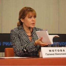 На фото: Г.Я. Мотова проводит вебинар